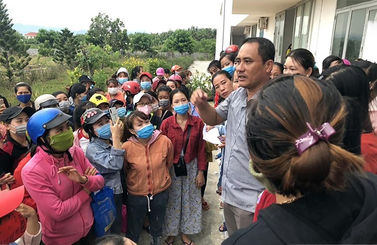 Ông Lê Bá Thuận trong 1 lần đối thoại với người dân thị xã Ninh Hòa