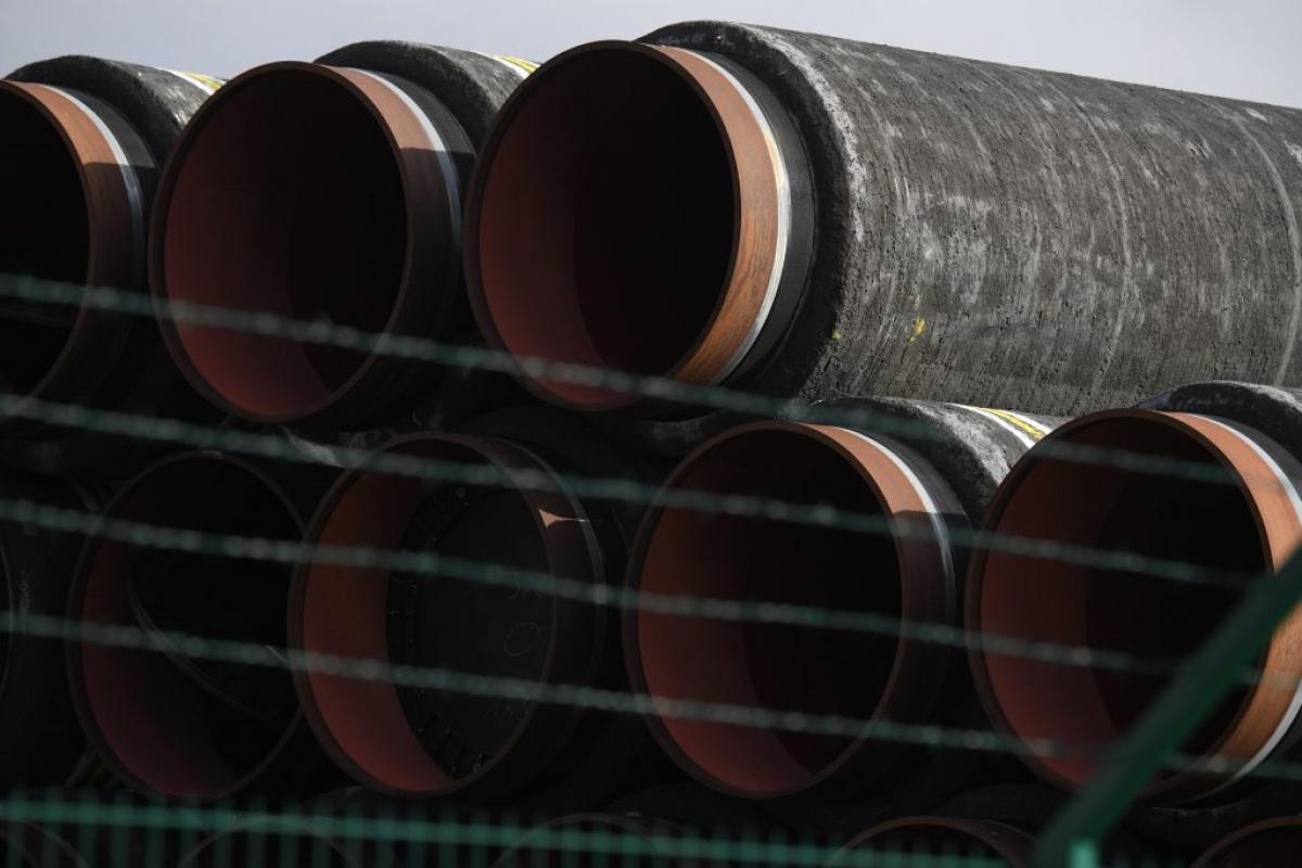 Các đường ống dùng để thi công dự án Dòng chảy phương Bắc 2 tại cảng Mukran. Ảnh: Reuters