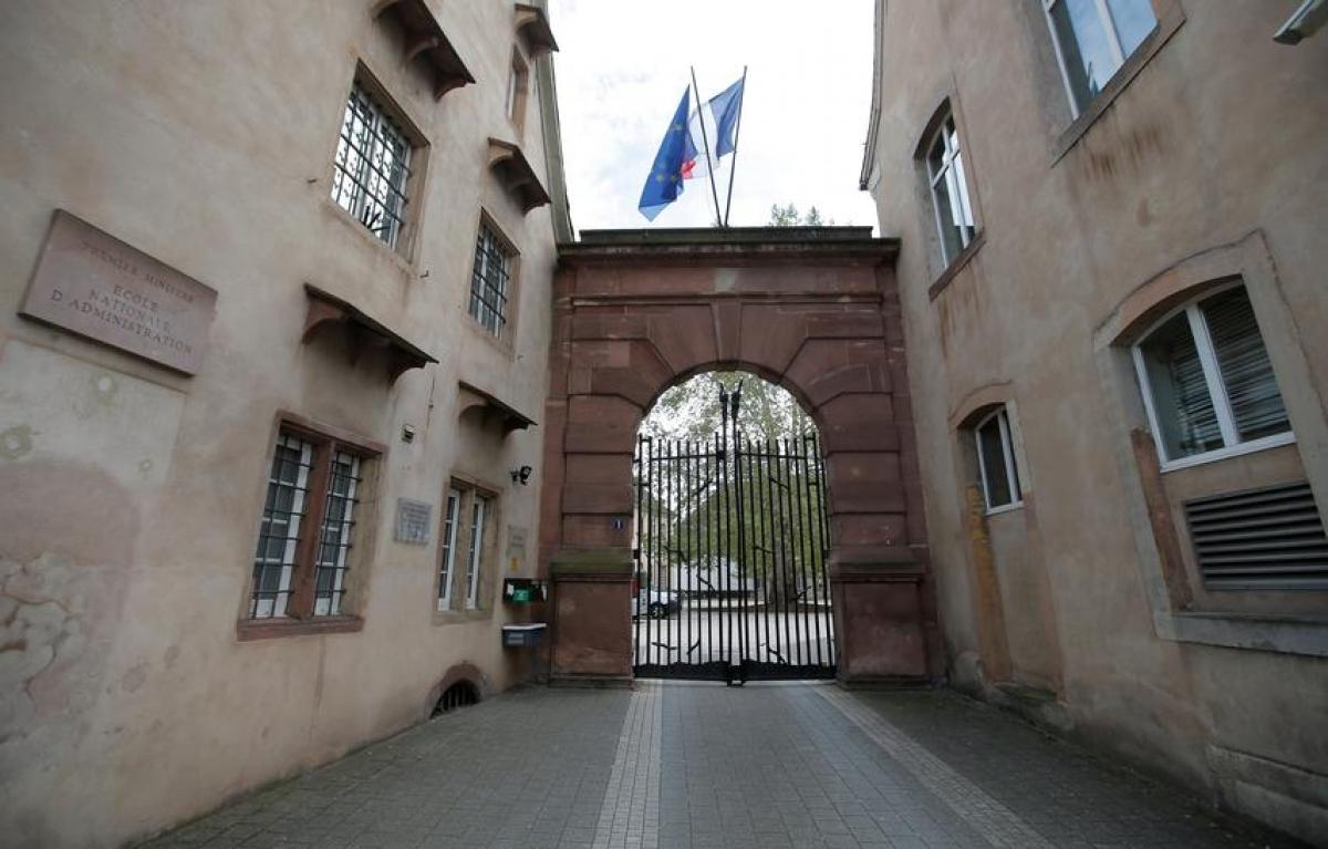 """Tổng thống Pháp Emmanuel Macron công bố kế hoạch đóng cửa Trường Hành chính quốc gia (ENA) - ngôi trường danh tiếng chuyên đào tạo """"giới tinh hoa"""". Ảnh: Reuters"""