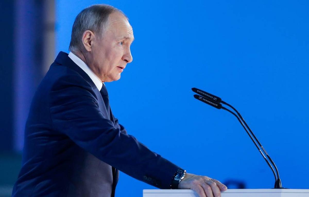 Tổng thống Putin đọc thông điệp liên bang ngày 21/4. Ảnh: Tass