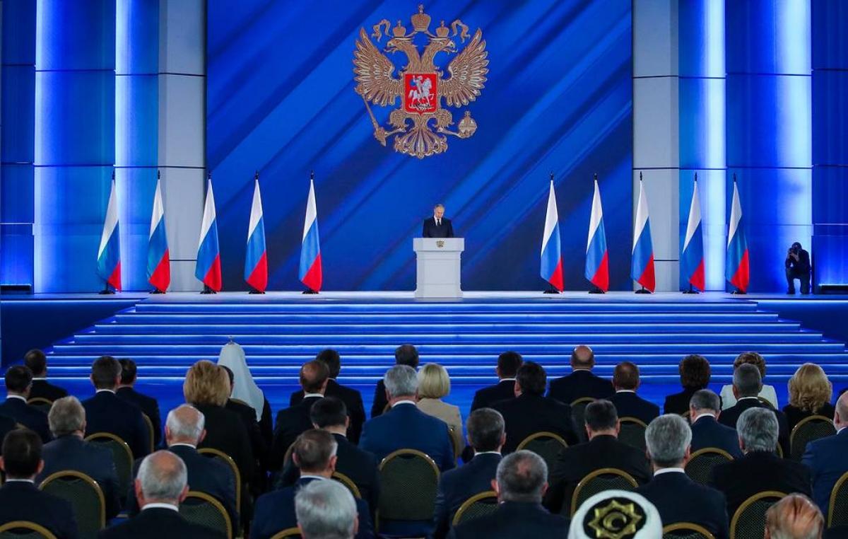 Tổng thống Nga Putin đọc thông điệp liên bang ngày 21/4. Ảnh: Tass