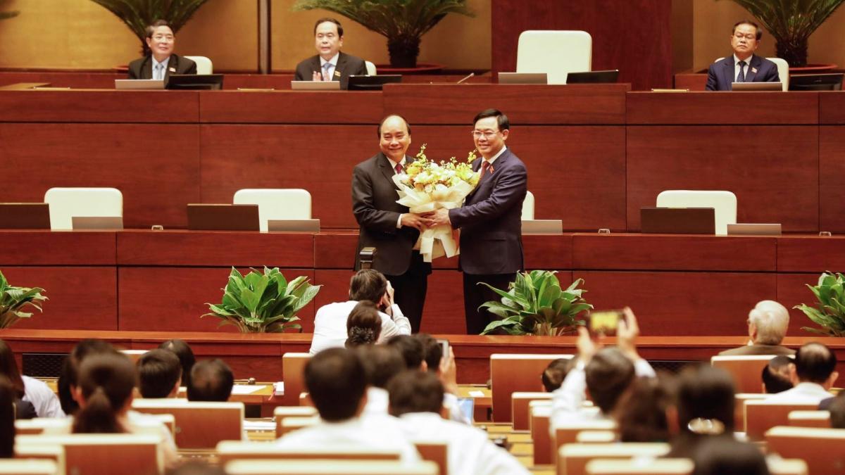 """Ông Nguyễn Xuân Phúc đã được <a href=""""https://vov.vn/chinh-tri/quoc-hoi/quoc-hoi-chinh-thuc-mien-nhiem-thu-tuong-nguyen-xuan-phuc-847510.vov"""">miễn nhiệm</a> chức vụ Thủ tướng Chính phủ và đề cử giữ chức Chủ tịch nước thay ông Nguyễn Phú Trọng"""