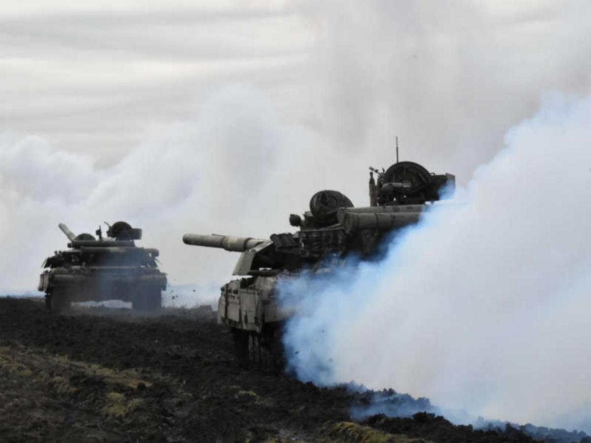 Lực lượng vũ trang Ukraine tập trận gần biên giới Crimea ở phía nam Ukraine. Ảnh: Reuters