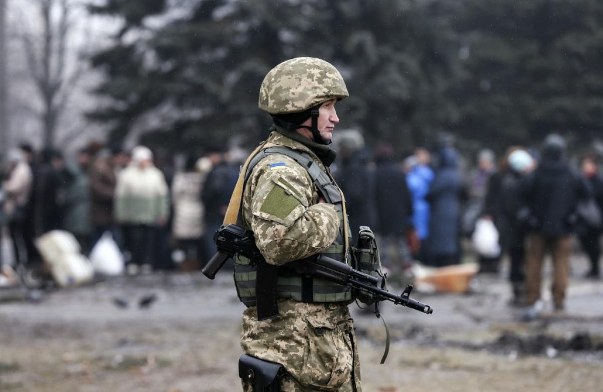 Một binh lính Ukraine ở Debaltseve, khu vực Donetsk. Ảnh: Reuters