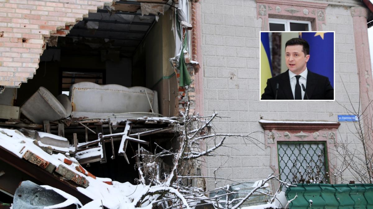 Một ngôi nhà trên đường Stratonautov trong làng Veseloye, Donetsk bị phá hủy. Ảnh: RIA