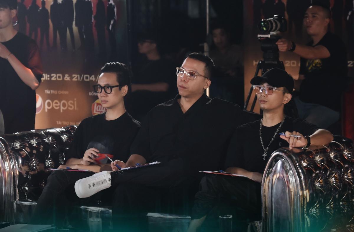Giám đốc âm nhạc Touliver cùng 2 giám khảo Rhymastic và JustaTee.