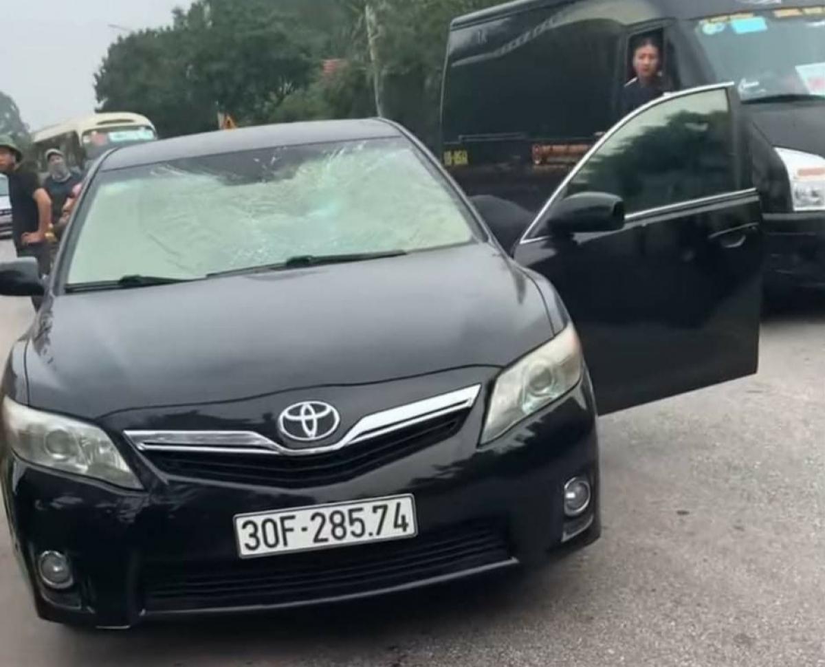 Xe của ông Vũ Văn Quân bị hư hỏng ở nhiều vị trí.