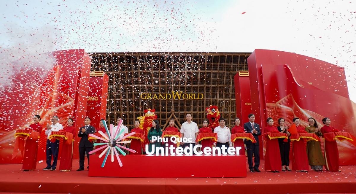 Nghi thức cắt băng khánh thành siêu quần thể nghỉ dưỡng, vui chơi giải trí hàng đầu Đông Nam Á.
