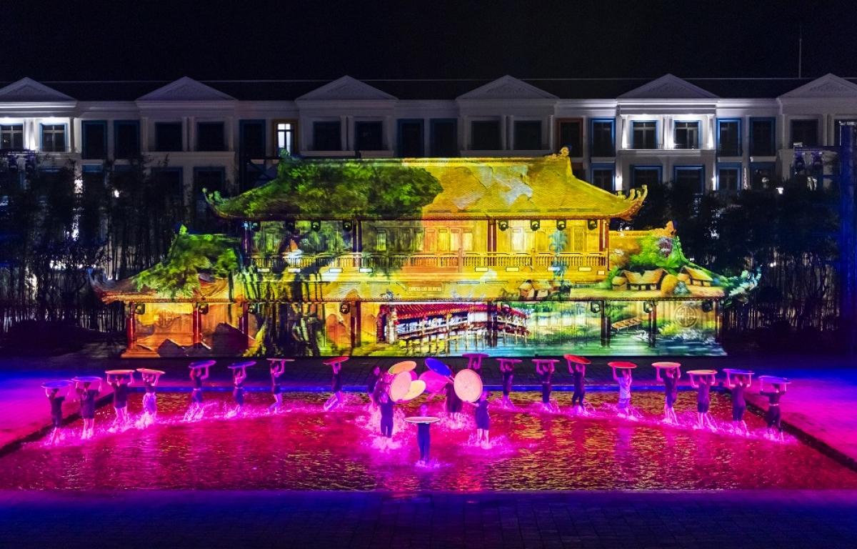 Tinh hoa Việt Nam nhận kỷ lục: Chương trình nghệ thuật thực cảnh sử dụng công nghệ trình diễn 3D hiện đại.