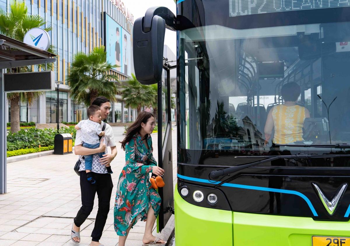 Nhiều khách hàng có con nhỏ cho biết sự chu đáo của VinBus khiến họ không còn ngại xe buýt nữa.
