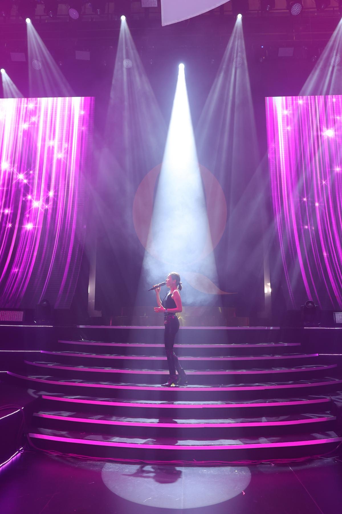 """Nữ ca sĩ Lệ Quyên tập luyện cho liveshow """"Người tình in Concert""""."""