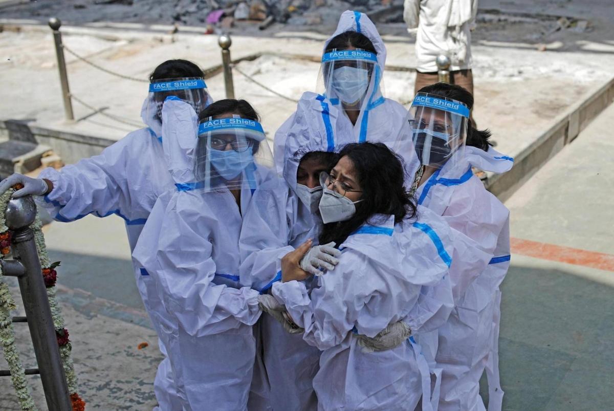 Đại dịch Covid-19 diễn biến nghiêm trọng ở Ấn Độ. Ảnh: Reuters