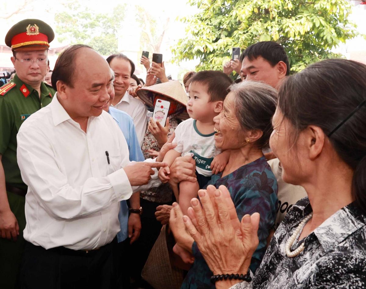 Chủ tịch nước Nguyễn Xuân Phúc đã thăm xã nông thôn mới Tứ Xã, huyện Lâm Thao, tỉnh Phú Thọ.