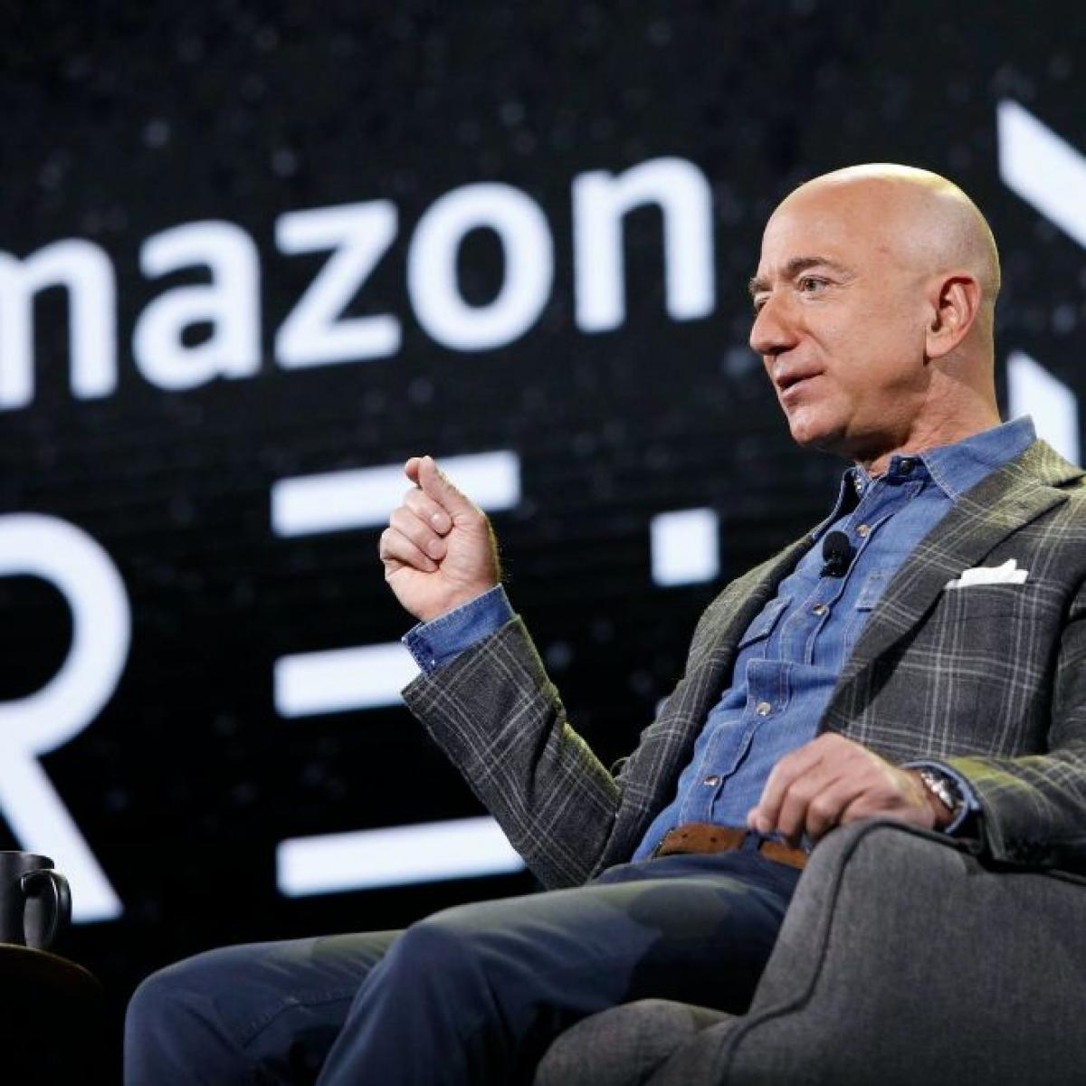 Tỷ phú Jeff Bezos là người giàu nhất thế giới suốt 4 năm liên tiếp.