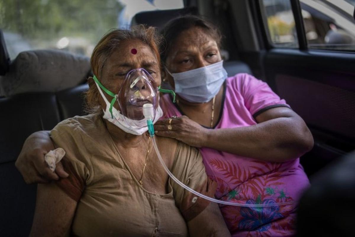 Oxy đang trở nên khan hiếm tại hầu hết các bệnh viện của Ấn Độ trong đợt bùng phát dịch Covid-19 mới. Ảnh: AP