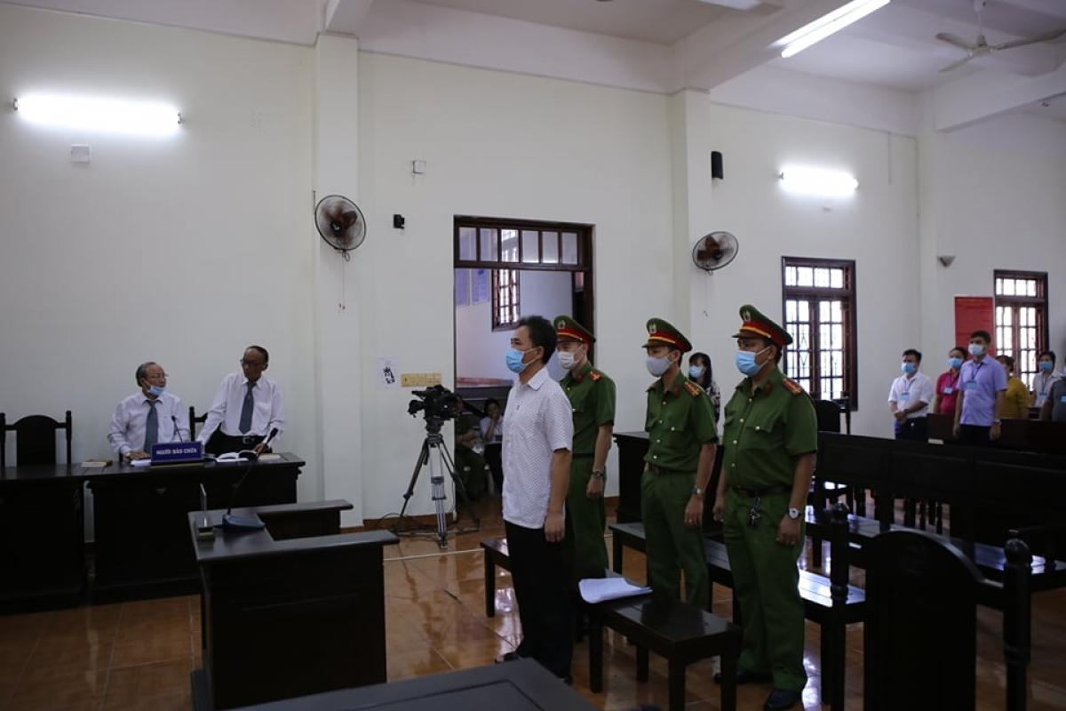 Bị cáo Quách Duy lĩnh 4 năm 6 tháng tù về hành vi viết, đăng bài xúc phạm nghiêm trọng danh dự, uy tín, nhân phẩm của một số nguyên lãnh đạo Đảng, Nhà nước và TPHCM.