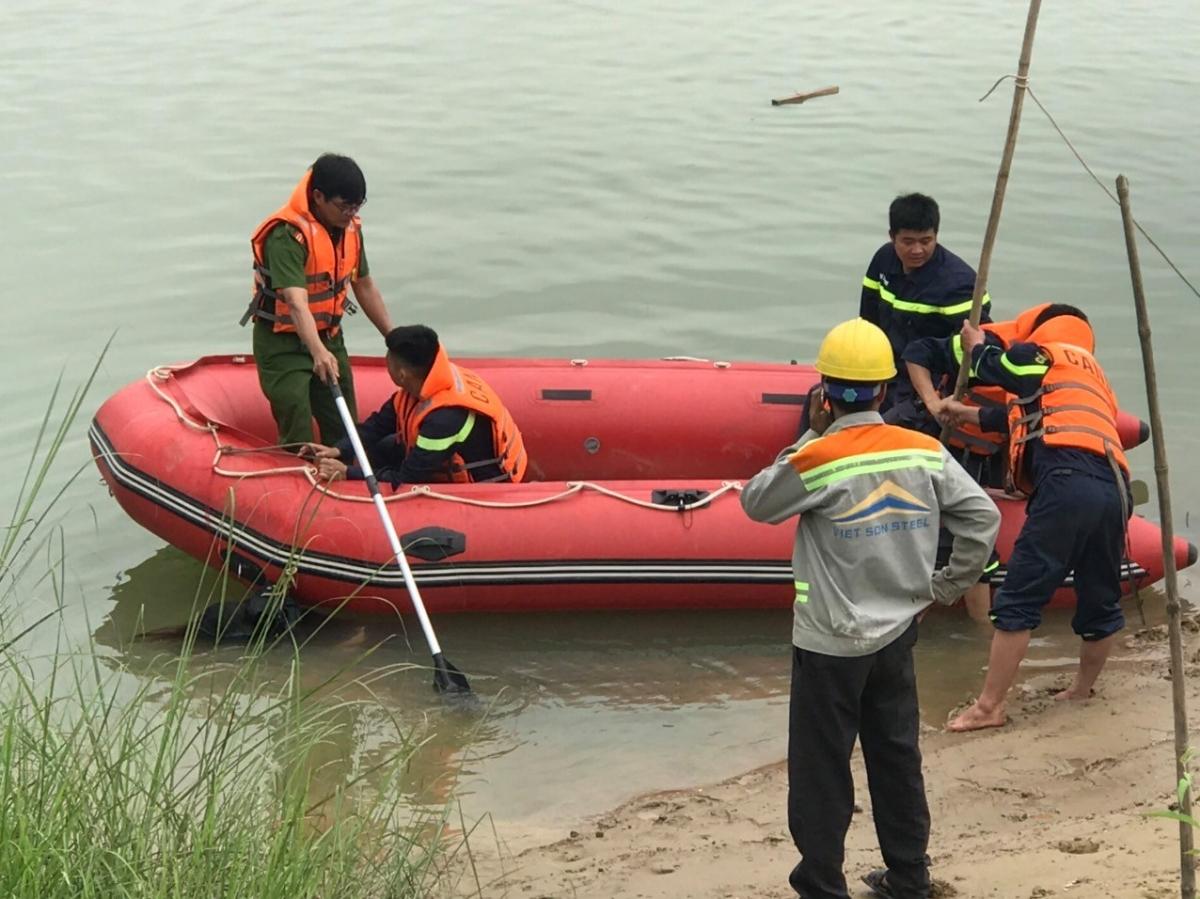 Thi thể nạn nhân được tìm thấy sau đó ở gần chân cầu.