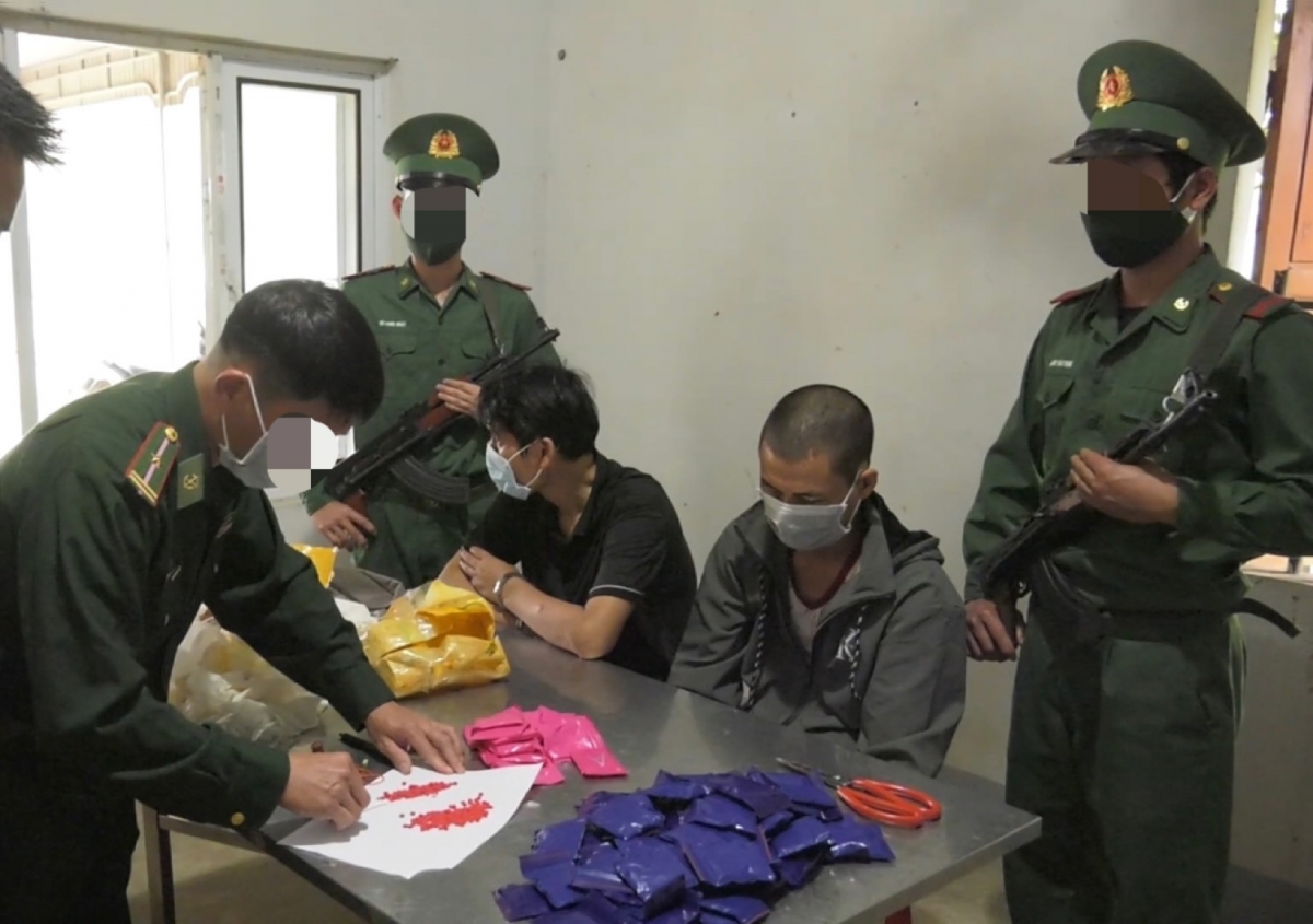 Đối tượng cùng tang vật 17.600 viên ma túy tổng hợp do lực lượng đánh án bắt giữ ngày 20/3.