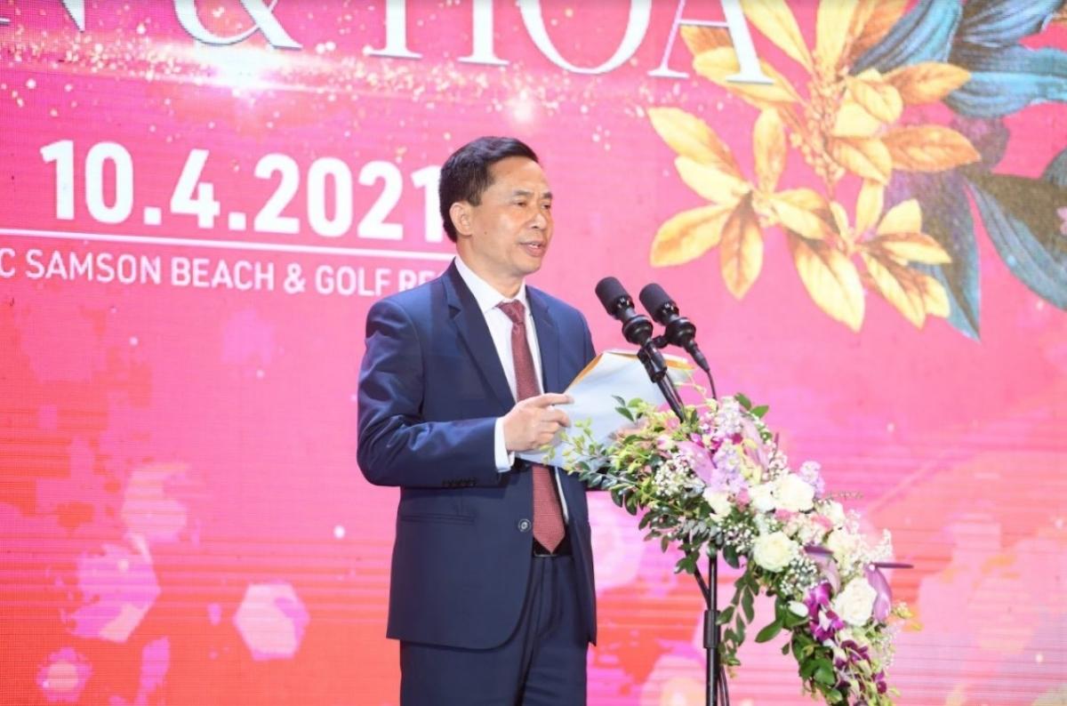 Ông Lê Văn Tú, Chủ tich UBND thành phố Sầm Sơn khai mạc đêm hội