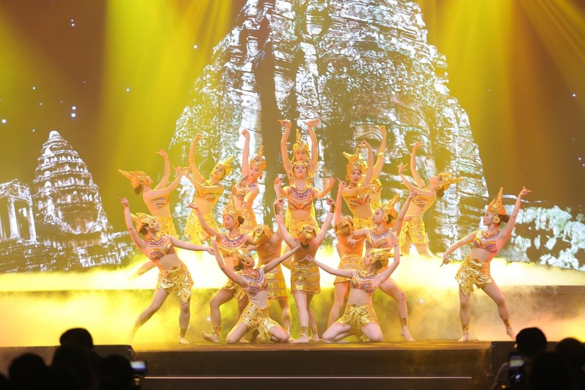 Những màn trình diễn nghệ thuật độc đáo được dàn dựng công phu chắc chắn sẽ làm thỏa mãn du khách và người dân cả phần nghe lẫn nhìn.