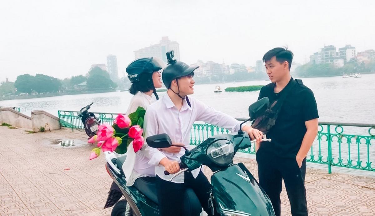 Nhóm bạn của Minh Anh gây chú ý và được khen ngợi rất nhiều khi dạo phố cùng tân binh Feliz