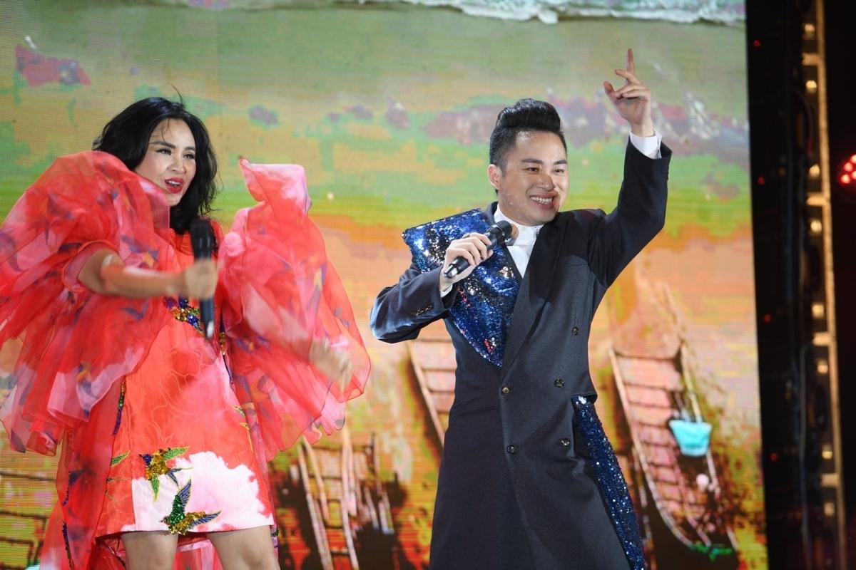 Thanh Lam, Tùng Dương với giọng ca đầy nội lực khuấy động đêm khai mạc lễ hội