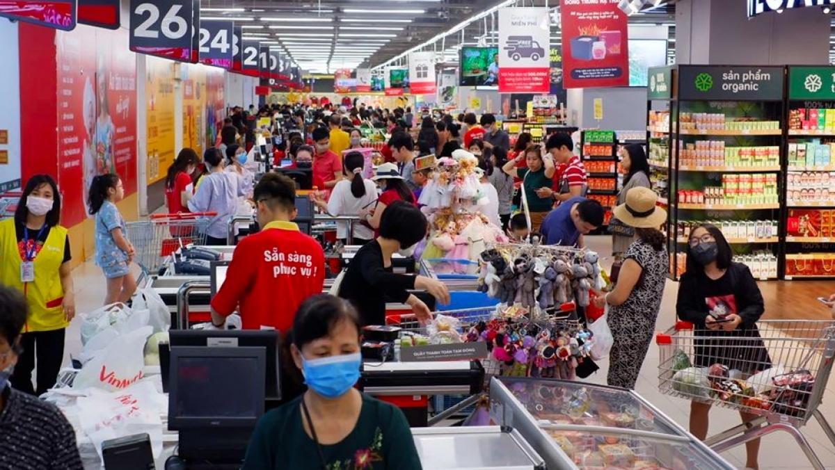 The CrownX đặt mục tiêu đạt doanh thu thuần 8 tỷ USD vào năm 2025, trong đó, Masan Consumer đóng góp 3 tỷ USD và VinCommerce đóng góp 5 tỷ USD.