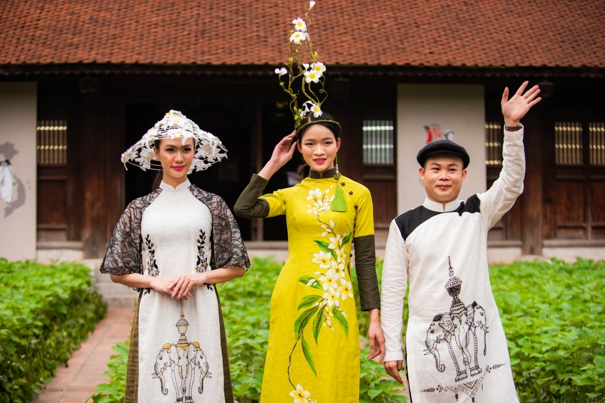 A designer spends plenty of time creating an Ao Dai collection which is made up of from silk to bring comfort to people.