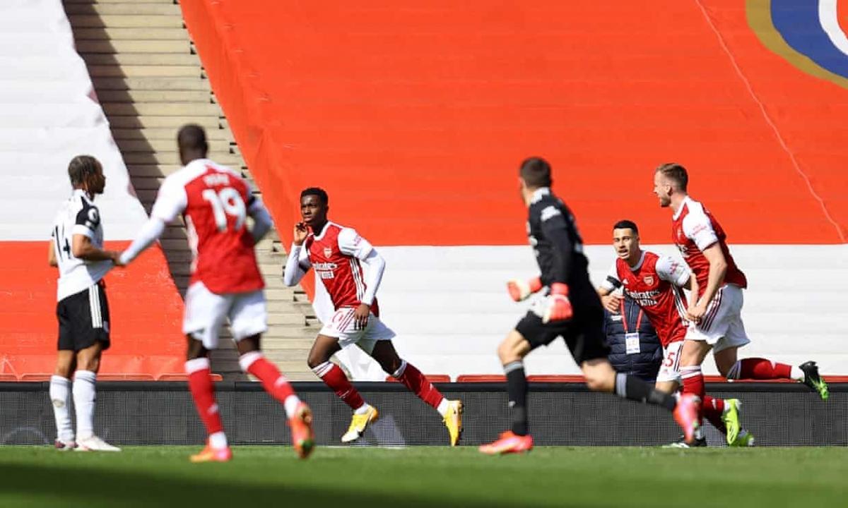 Thủ môn Mathew Ryan lên tham gia tấn công và góp phần giúp Arsenal có bàn gỡ hòa. (Ảnh: Getty)