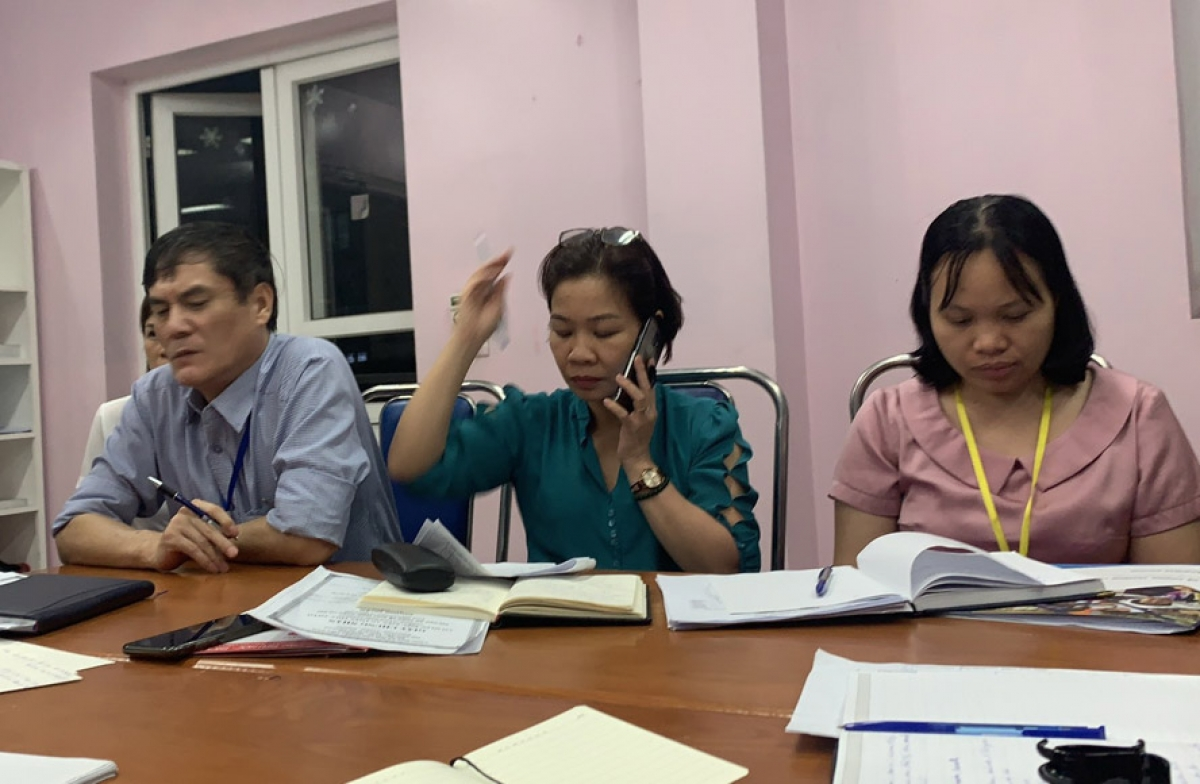 Chi cục An toàn vệ sinh thực phẩm Hà Nội đã có buổi làm việc với cơ quan chức năng quận Bắc Từ Liêm về 2 vụ nghi ngộ độc tại Trường Isaac Newton và Pascal. Ảnh: Hà Nội mới
