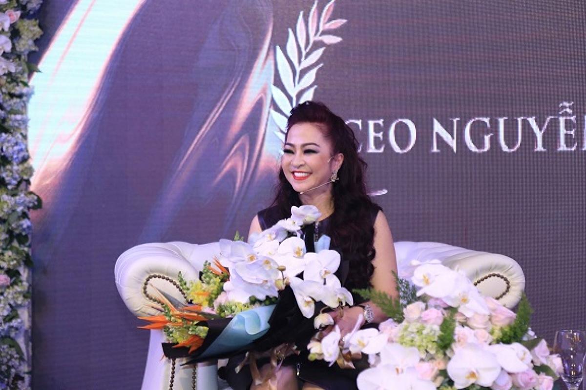 """Bà Nguyễn Phương Hằng, vợ đại gia Dũng """"lò vôi"""" bị phạt 7,5 triệu đồng do phát ngôn sai sự thật."""