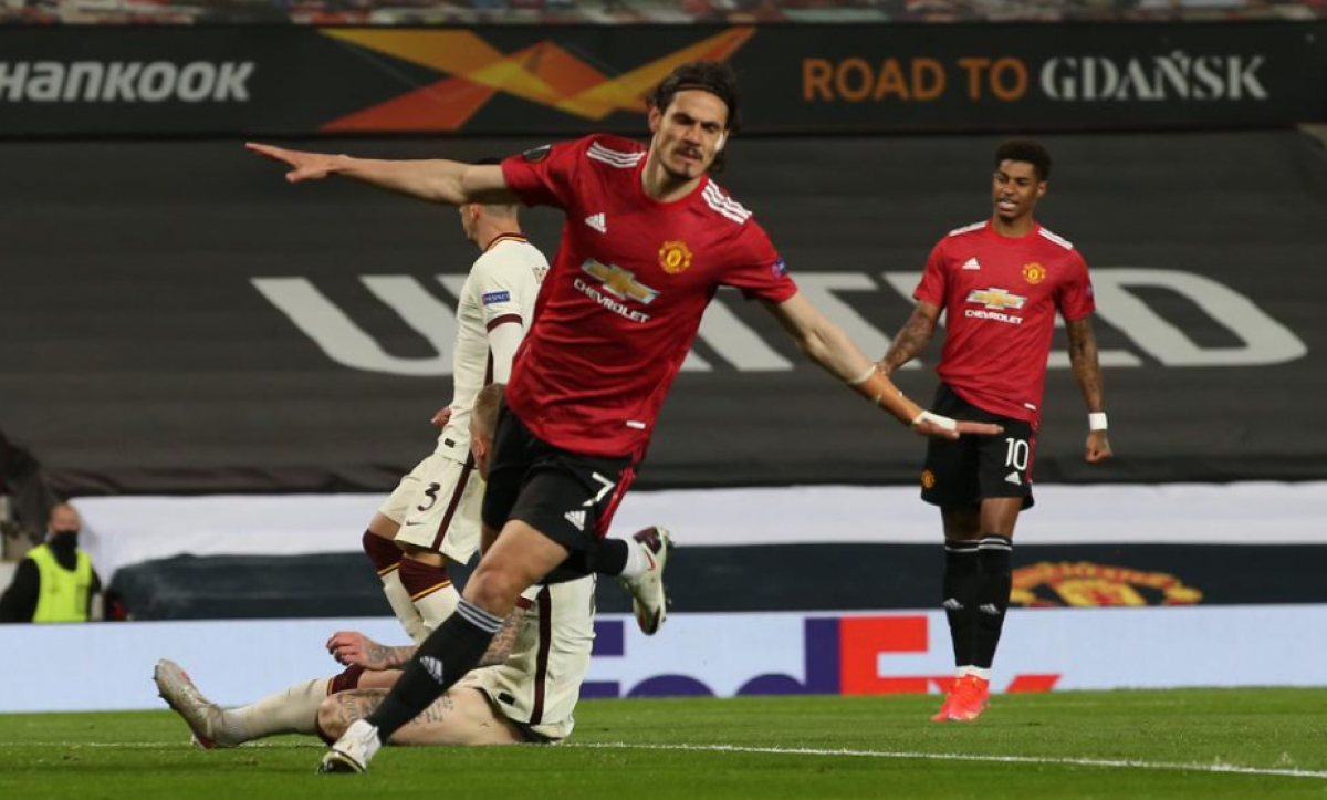 Cavani ghi cú đúp giúp MU tạm dẫn Roma 3-2. (Ảnh: UEFA).