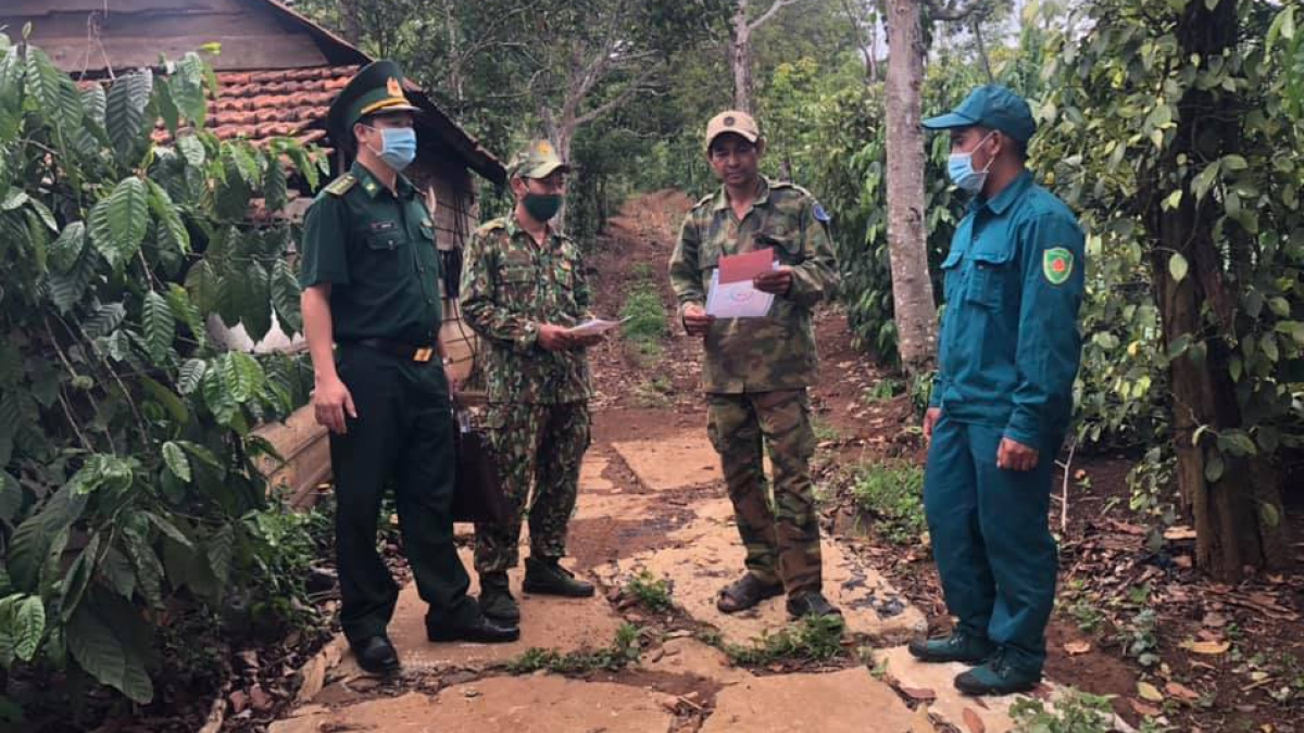 Bộ đội Biên phòng Đắk Nông tuyên truyền bầu cử tới cử tri