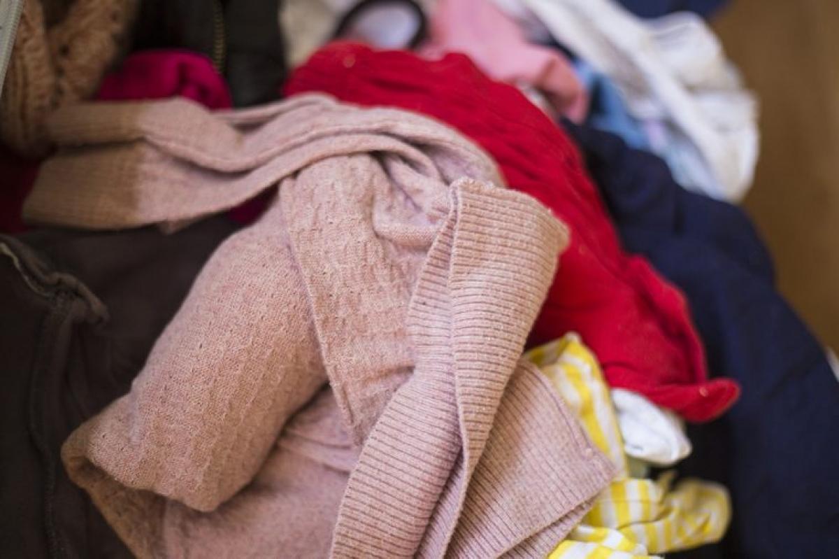 Để phòng bừa bộn: Nghiên cứu cho thấy một không gian bừa bộn có thể tác động tiêu cực đáng kể đến sức khỏe tinh thần và thể chất của bạn. Phòng ngủ nên là nơi khiến bạn thoải mái nhất mà không cần nghĩ ngợi lo âu, và hẳn là bạn không muốn phải cáu gắt vì không thể tìm thấy món đồ yêu thích trong đống lộn xộn.