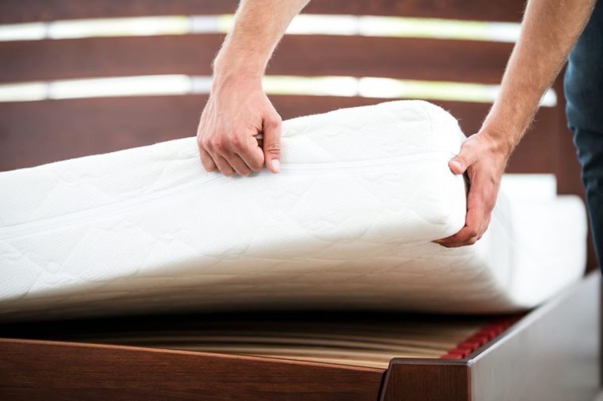 Đệm và gối cũ hoặc kém chất lượng: Đệm lót kém chất lượng là một trong những nguyên nhân phá hỏng giấc ngủ của bạn. Nếu bạn cảm thấy chất lượng giấc ngủ của mình ngày càng đi xuống, hãy thử thay đệm và gối mới, thoải mái hơn.