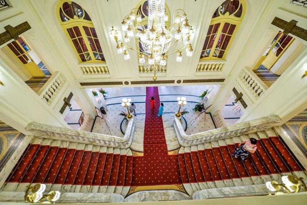 Bên trong nhà hát Lớn (ảnh:hanoi1000.vn)