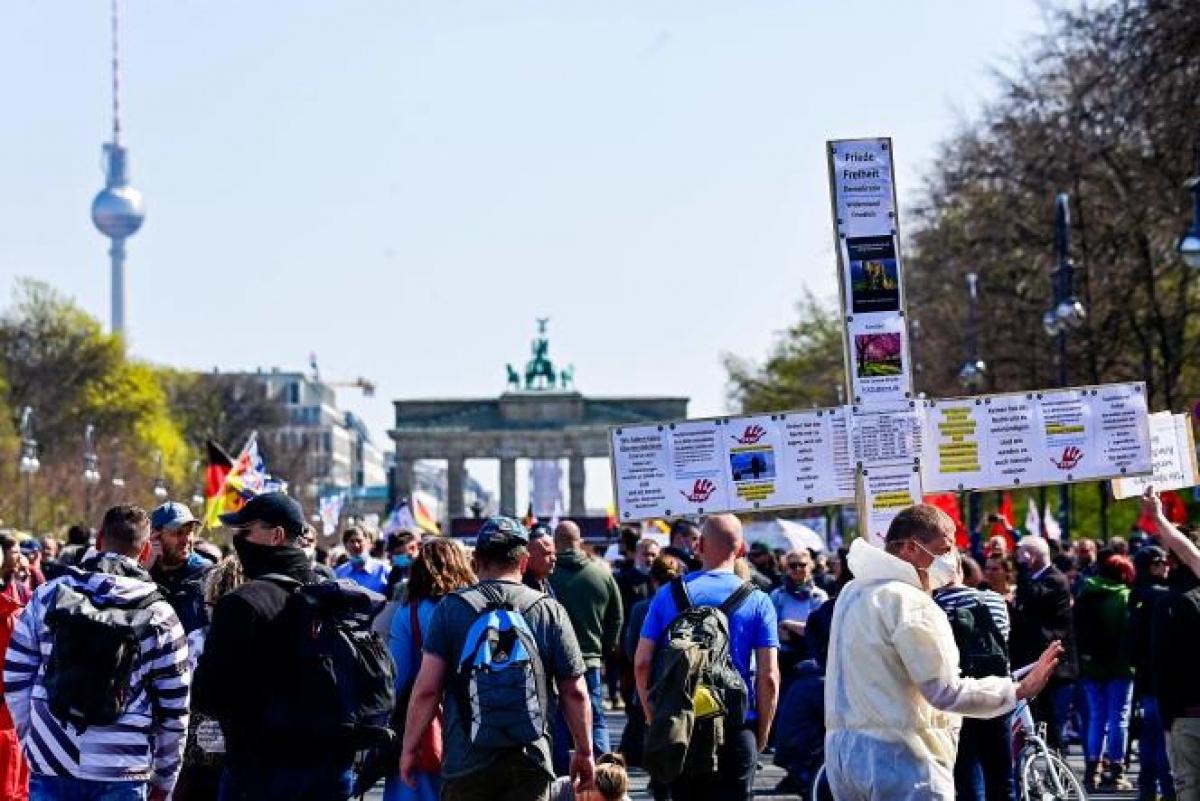 Biểu tình phản đối các biện pháp chống dịch tại Đức. Ảnh: DW.