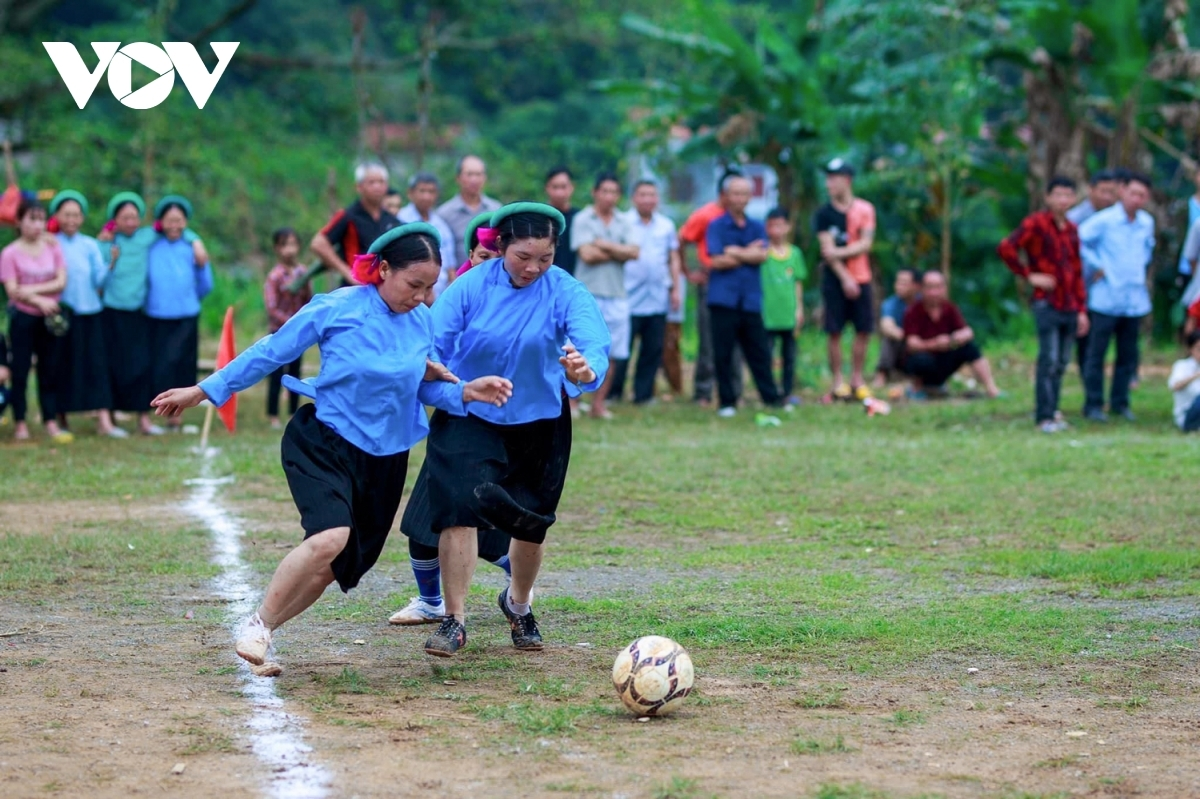 Women don their traditional clothing, even while playing football.