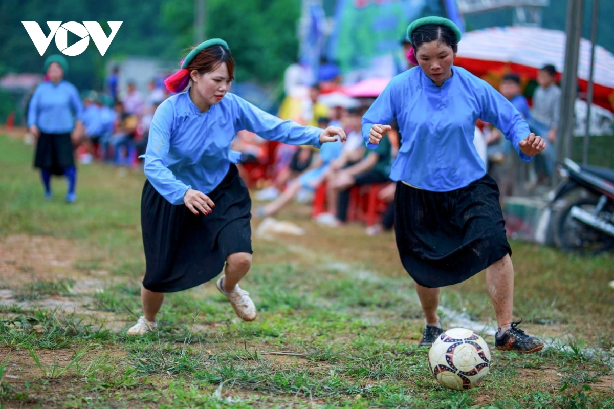 The competing footballers receive plenty of support from local people and tourists gathered at the venue.