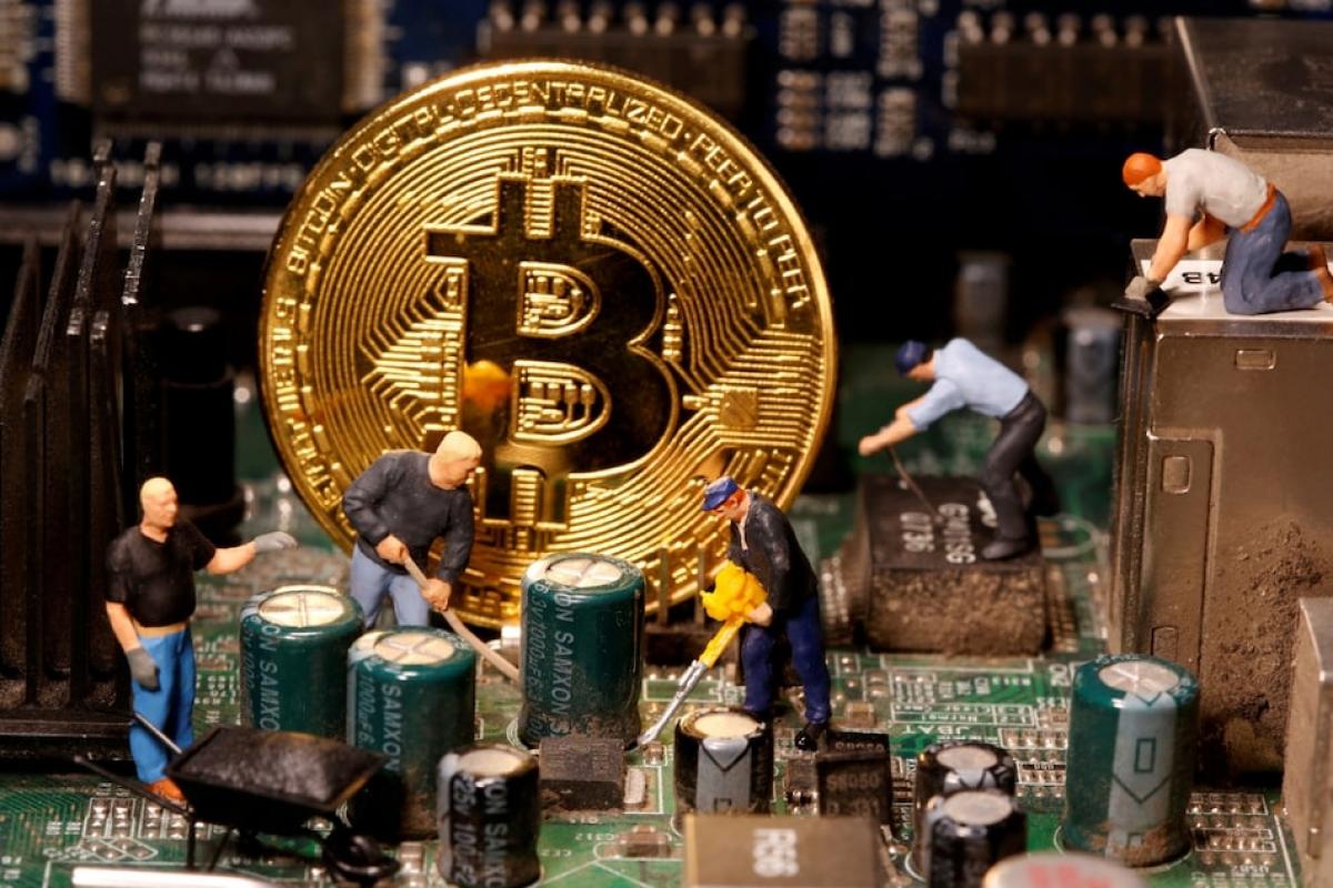 Nhiều nhà đầu tư đã bán tháo Bitcoin. (Ảnh minh họa: gadgets.ndtv.com)