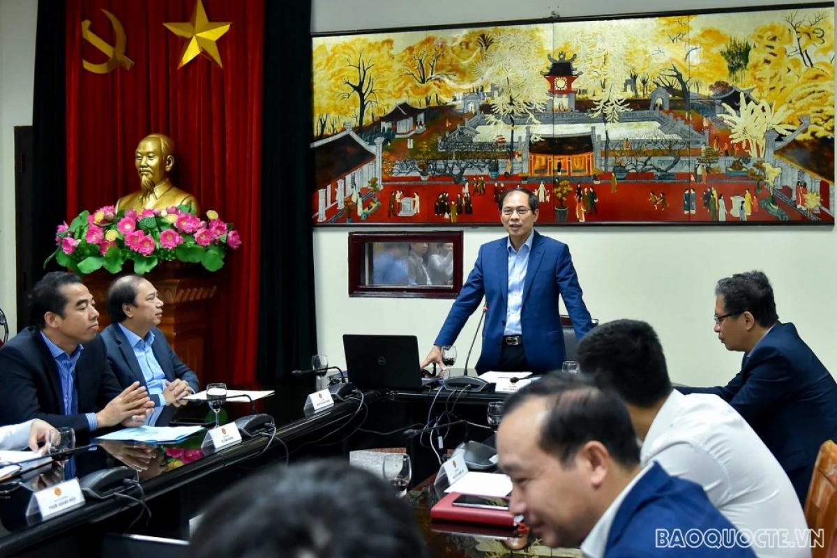 Bộ trưởng Ngoại giao Bùi Thanh Sơn phát biểu tại cuộc họp giao ban Bộ Ngoại giao. (Ảnh: Tuấn Anh)