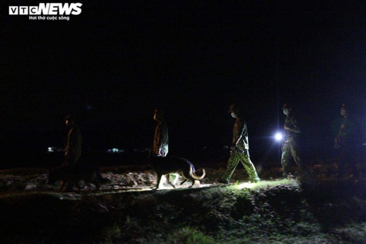 Ngoài lực lượng tại địa phương thì lực lượng Biên phòng các tỉnh bạn như Đà Nẵng, Bình Đình cũng được điều động đễ hỗ trợ siết chặt biên giới Tây Nam.