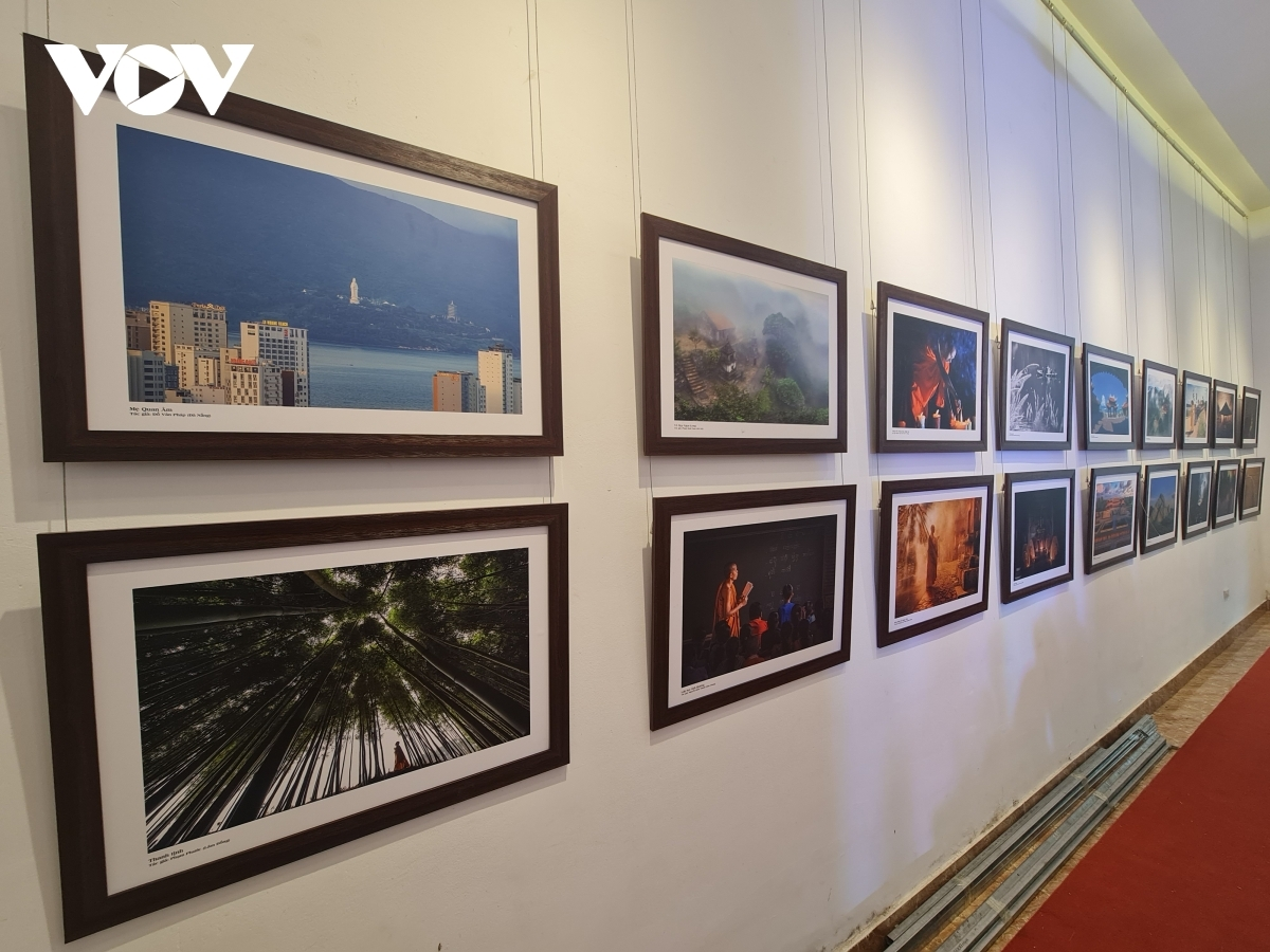 The event is taking place at the Hanoi Information and Exhibition Centre at 93 Dinh Tien Hoang street and is scheduled to last through to May 2.