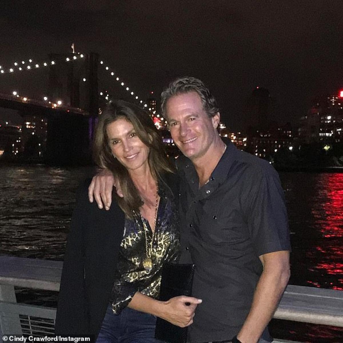 Cindy Crawford và ông xã Rande Gerber kết hôn năm 1998, đã có 23 năm hạnh phúc.