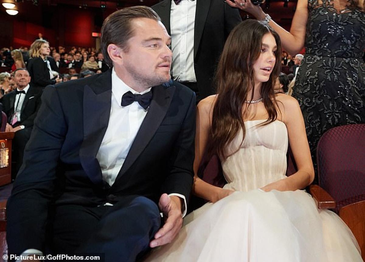 """""""Leonardo DiCaprio đã ở bên Camila Morrone trong nhiều tháng giãn cách xã hội tại nhà riêng của anh ấy. Nam diễn viên yêu cảm giác được ở bên bạn gái"""" - Theo nguồn tin thân cận."""