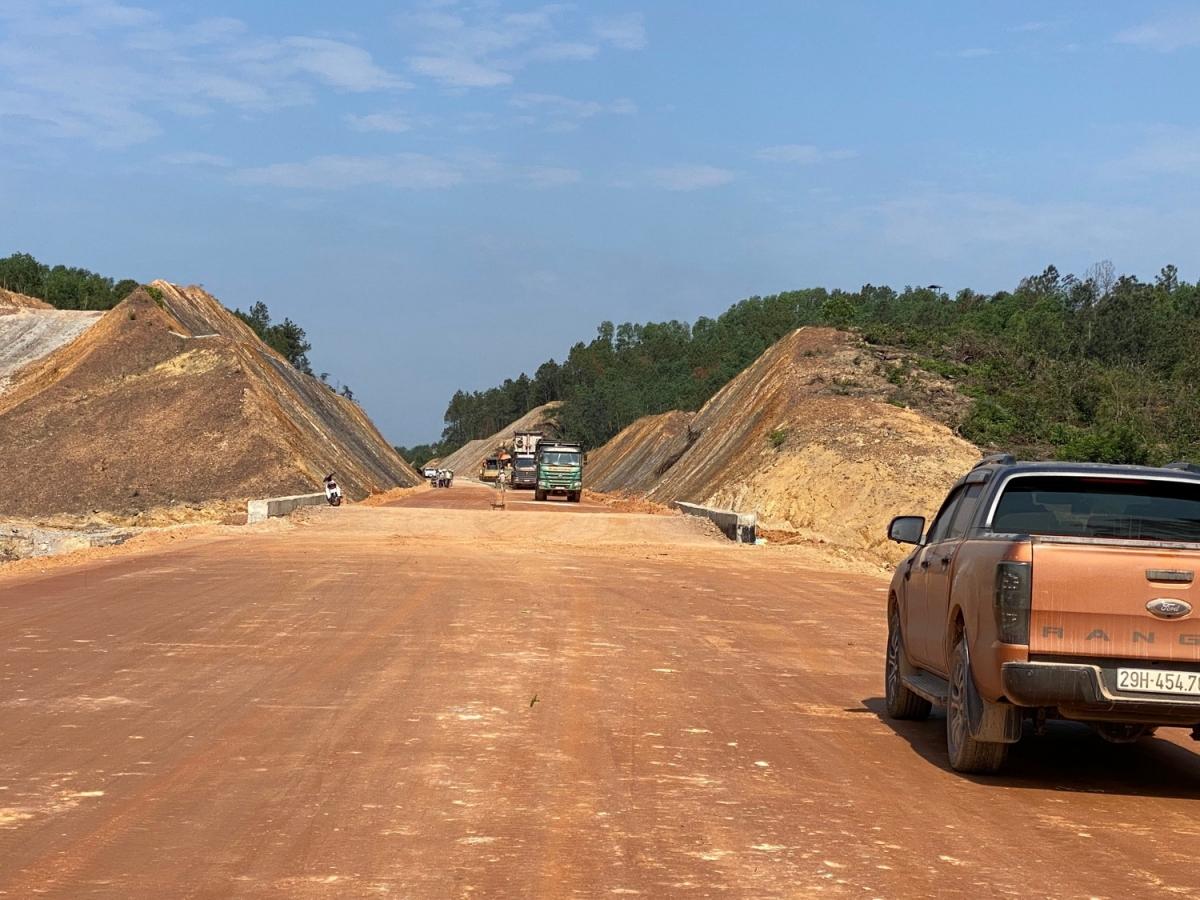 Các nhà thầu thi công dự án cao tốc La Sơn-Cam Lộ mong muốn đẩy nhanh tiến độ.