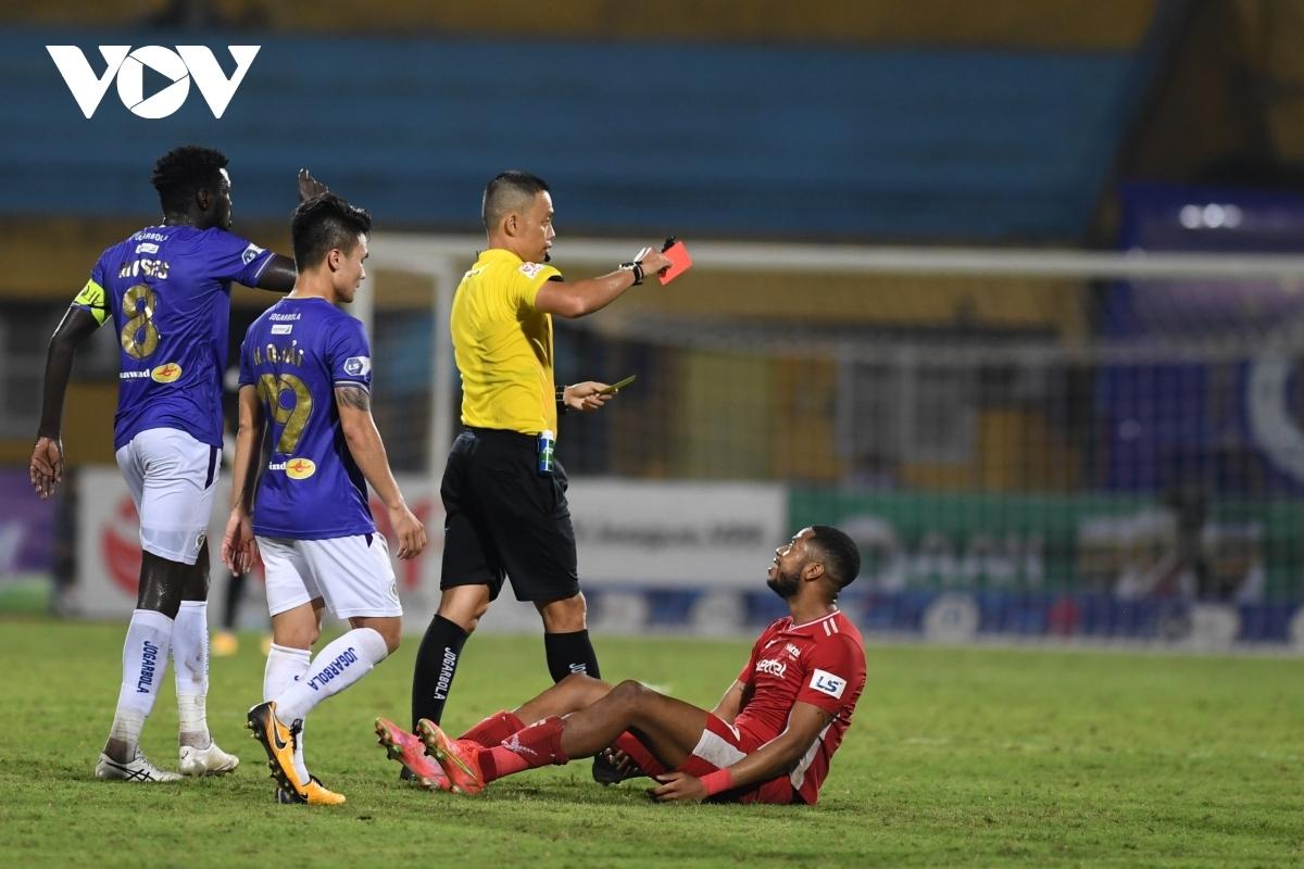 Viettel sẽ không có sự phục vụ của 6 cầu thủ ở trận đấu vòng 9 V-League 2021 gặp Bình Định do chấn thương và thẻ phạt. (Ảnh: Dương Thuật).