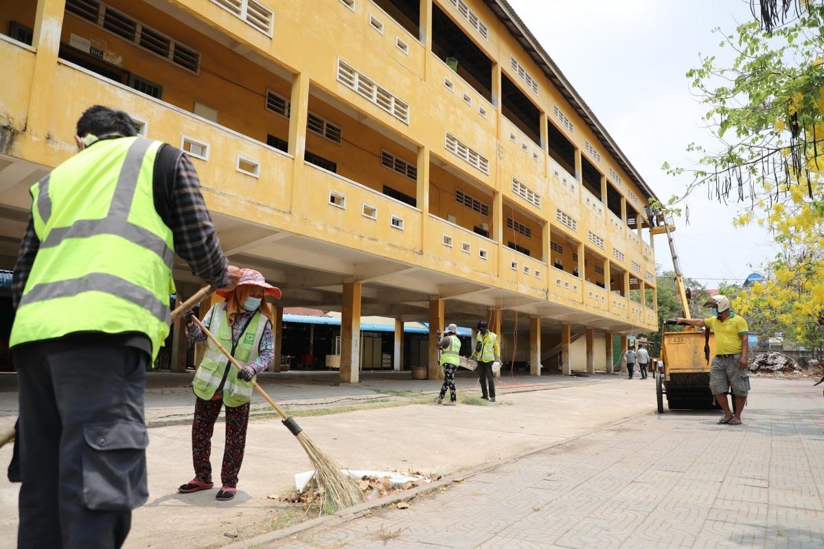 Công tác chuẩn bị bệnh viện dã chiến đang được thực hiện khẩn trương.