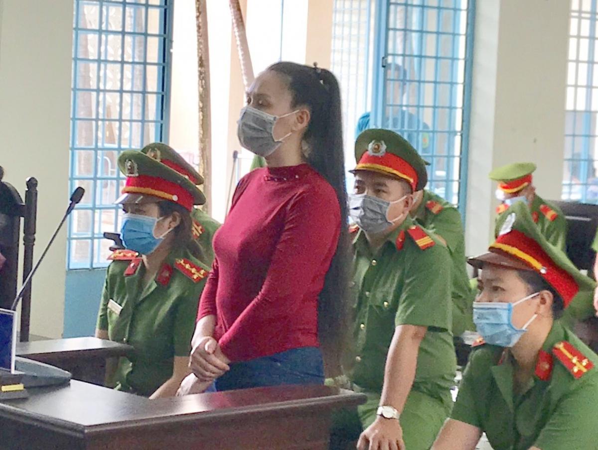 Đối tượng Lê Thị Bình bị tuyên phạt 2 năm tù.