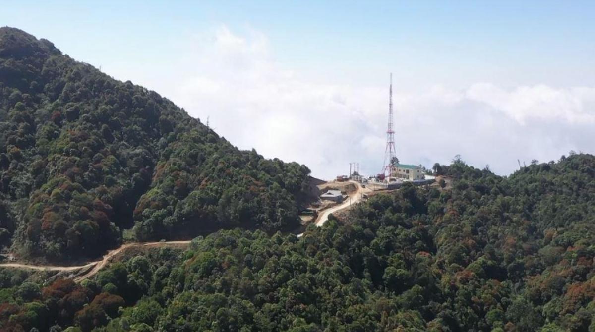 Trạm phát sóng FM trên đỉnh Chiêu Lầu Thi.